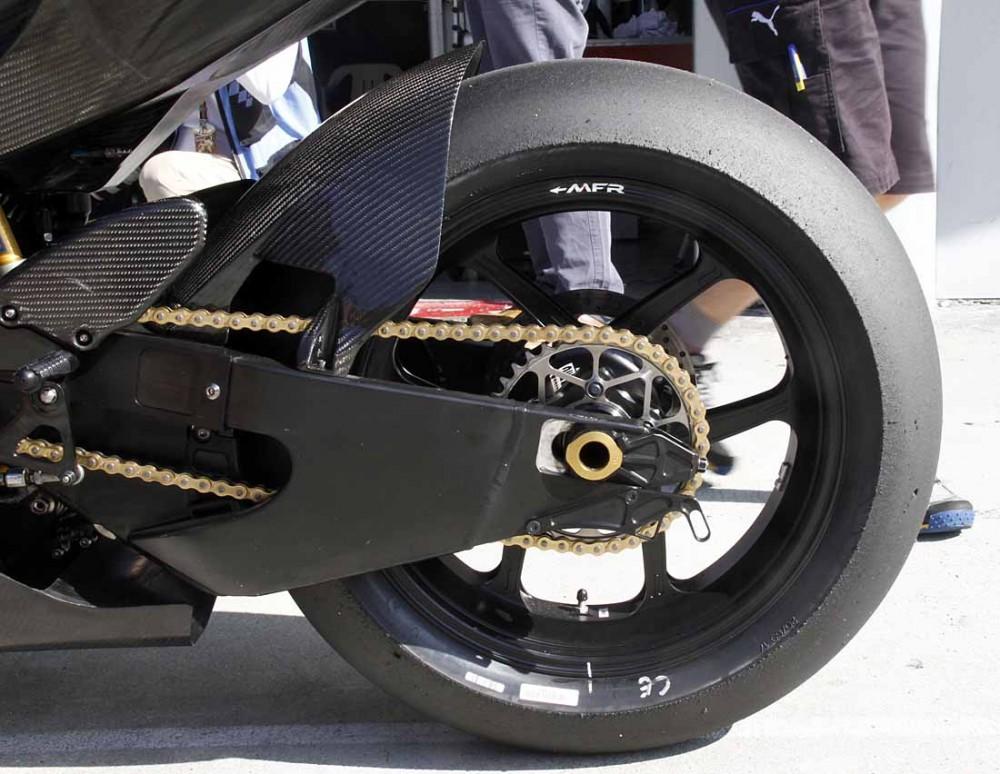Michelin chay thu lop xe dua cho mua giai MotoGP 2016 - 4