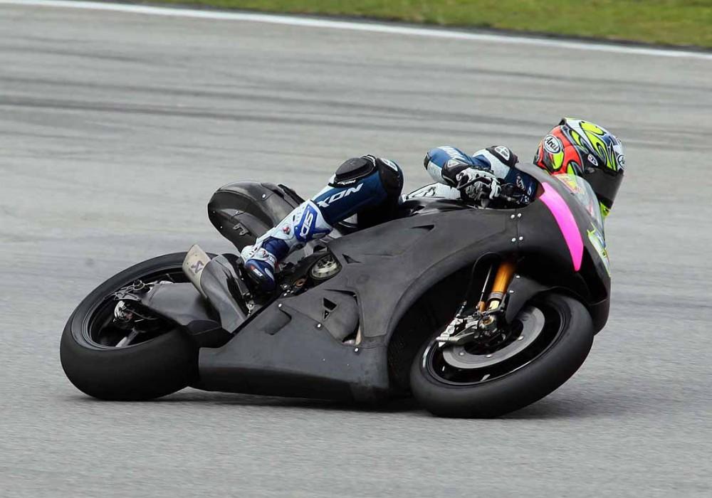 Michelin chay thu lop xe dua cho mua giai MotoGP 2016 - 6