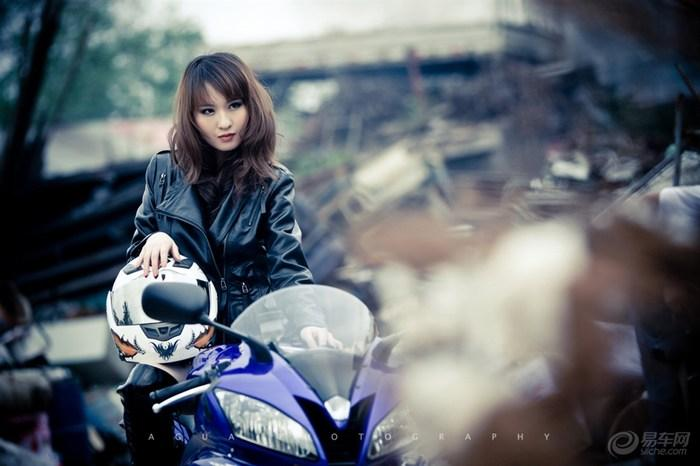 My nu xinh dep do dang cung Yamaha R6