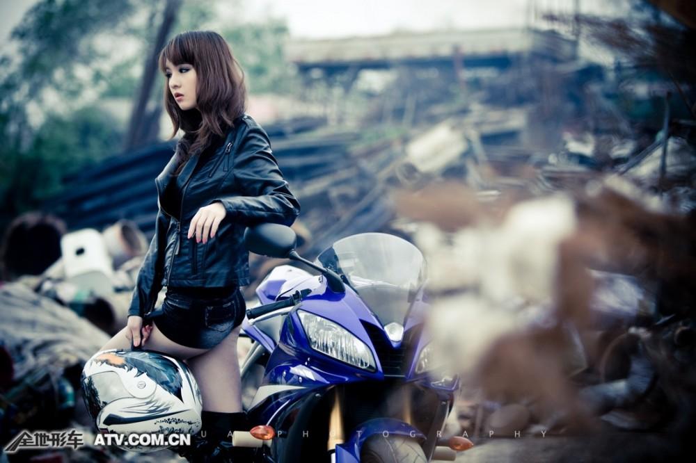 My nu xinh dep do dang cung Yamaha R6 - 7