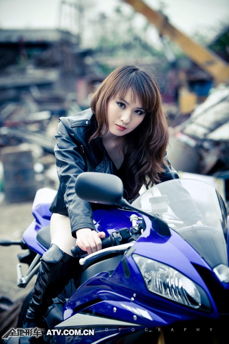 My nu xinh dep do dang cung Yamaha R6 - 11
