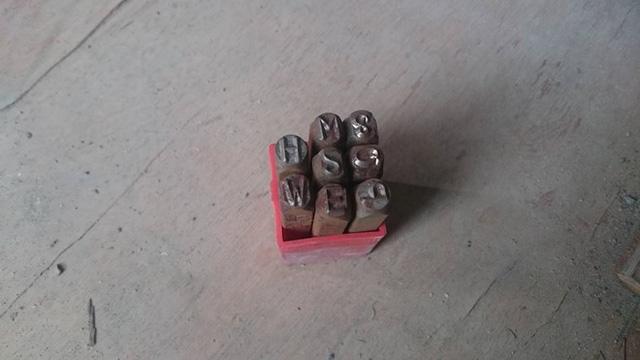 Bat giu lo xe mo to Phoenix Trung Quoc nhap lau dap so khung so may bang tay - 4