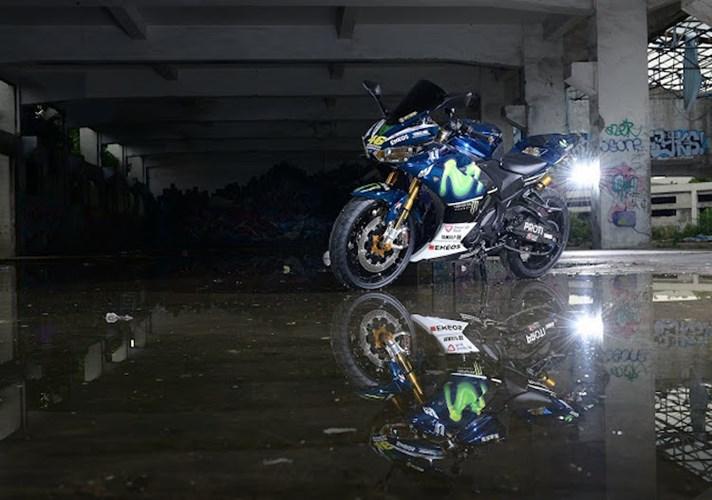 Yamaha R3 trong ban do sieu pham ben canh co nang xinh dep xu Dai - 7