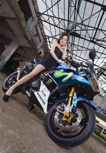 Yamaha R3 trong ban do sieu pham ben canh co nang xinh dep xu Dai - 12
