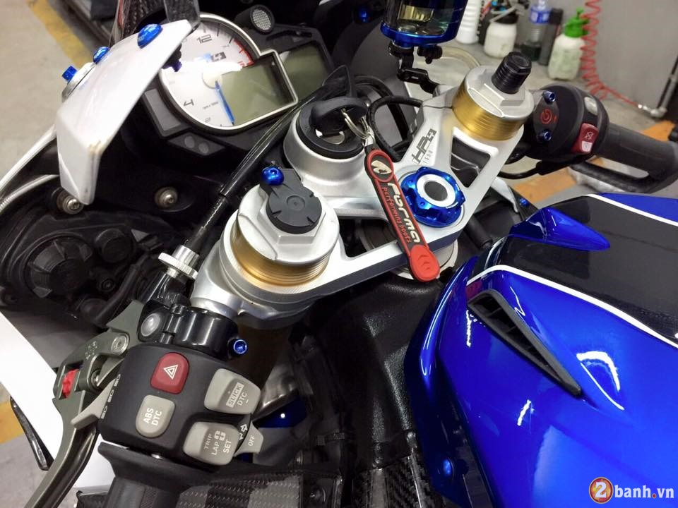 BMW HP4 day an tuong trong ban do cuc chat - 6