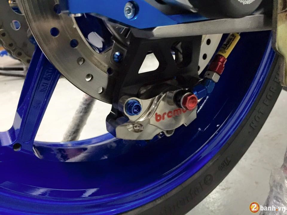 BMW HP4 day an tuong trong ban do cuc chat - 10