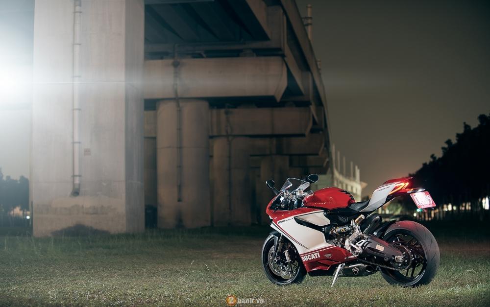 Bo anh dep cua Ducati 899 Panigale Tricolore xuyen man dem - 8