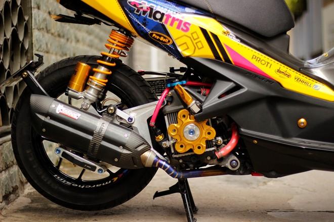 Honda AirBlade len do choi khung cua biker Sai Gon - 3