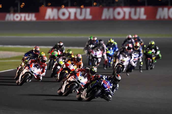 Lorenzo gianh pole dau tien MotoGP 2016 nhanh hon Ducati gan 2 giay - 9