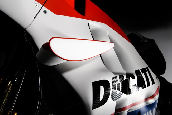 Tin don ve doi canh truoc dau xe dua Ducati se bi cam khi ket thuc mua giai nay - 2