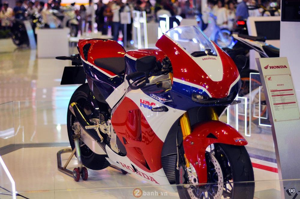 Can canh Honda RC213VS bang xuong bang thit tai Viet Nam Motorcycle Show 2016 - 2