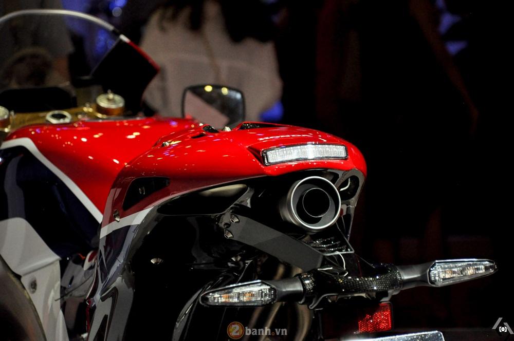 Can canh Honda RC213VS bang xuong bang thit tai Viet Nam Motorcycle Show 2016 - 6