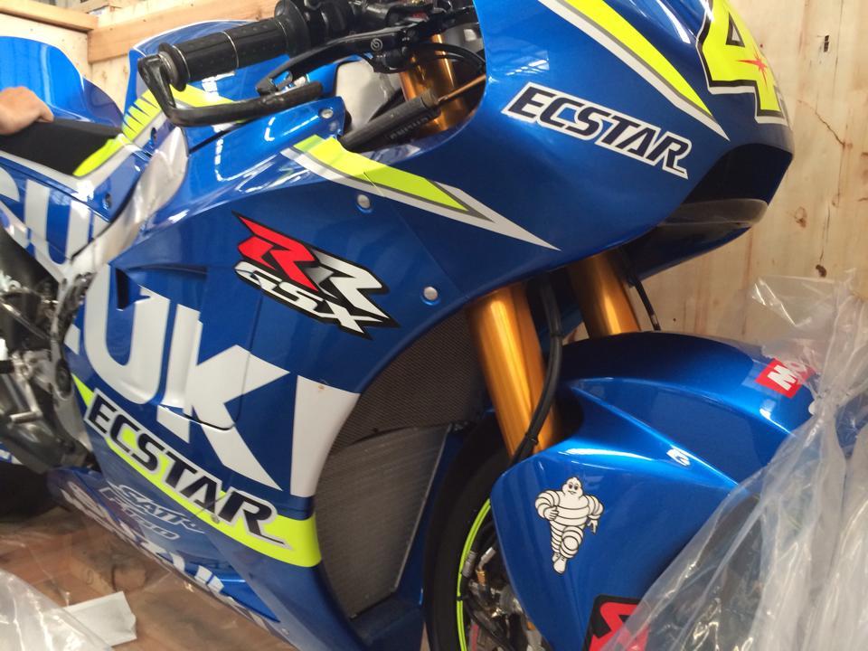 Dap thung sieu xe dua MotoGP Suzuki GSXRR tai Viet Nam - 3