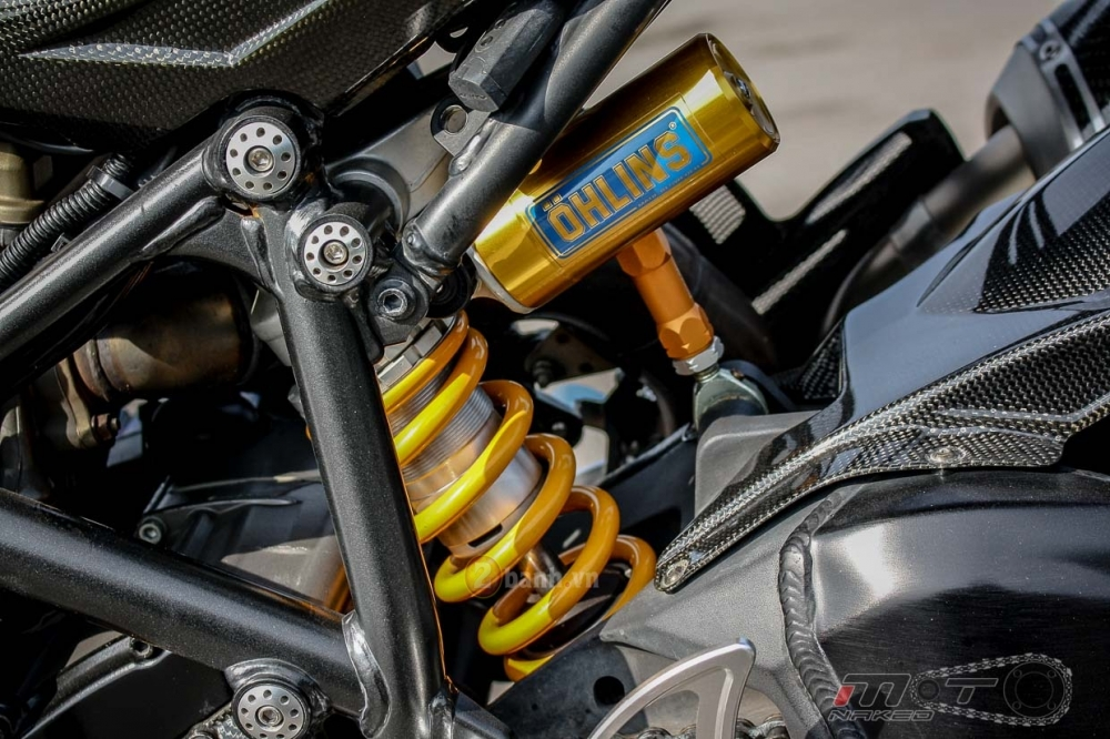 Ducati Streetfighter trong ban do sieu khung den tu Thai - 18