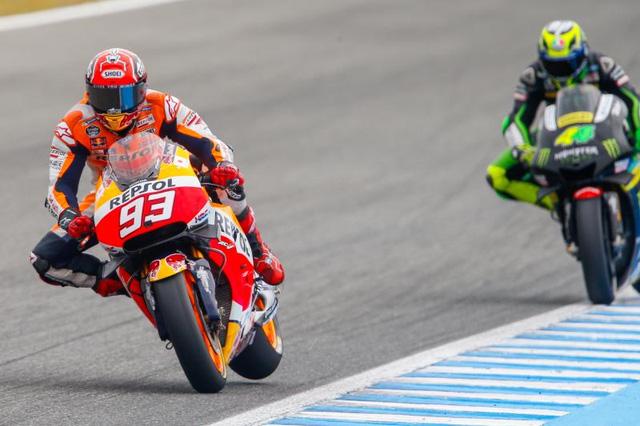 Rossi da co chien thang dau tien trong mua giai MotoGP 2016 - 11
