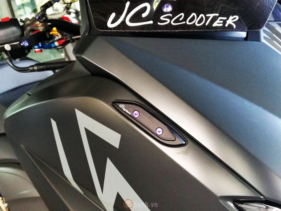 Yamaha TMax voi phien ban do khung tu JC Superbike - 2