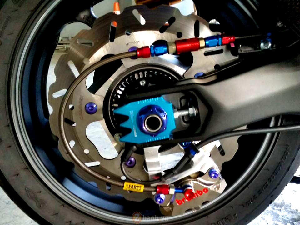 Yamaha TMax voi phien ban do khung tu JC Superbike - 8