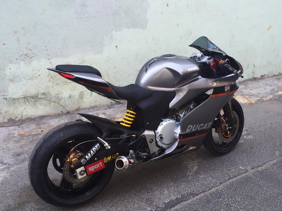 Ban do Ducati 899 vo cung doc dao tu Honda Hornet 250 tai Viet Nam - 3