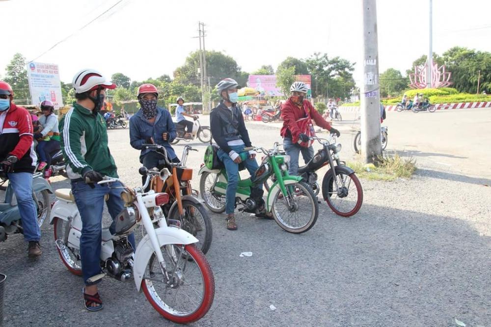 Bat Ngo Xuat hien Hang Loat Chiec xe Co Da Mat Biet Tam - 2