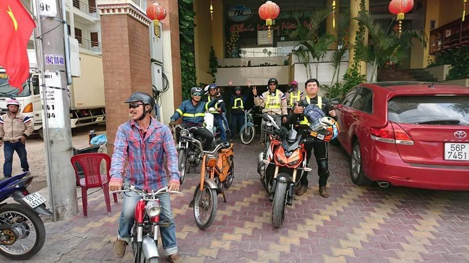 Bat Ngo Xuat hien Hang Loat Chiec xe Co Da Mat Biet Tam - 8