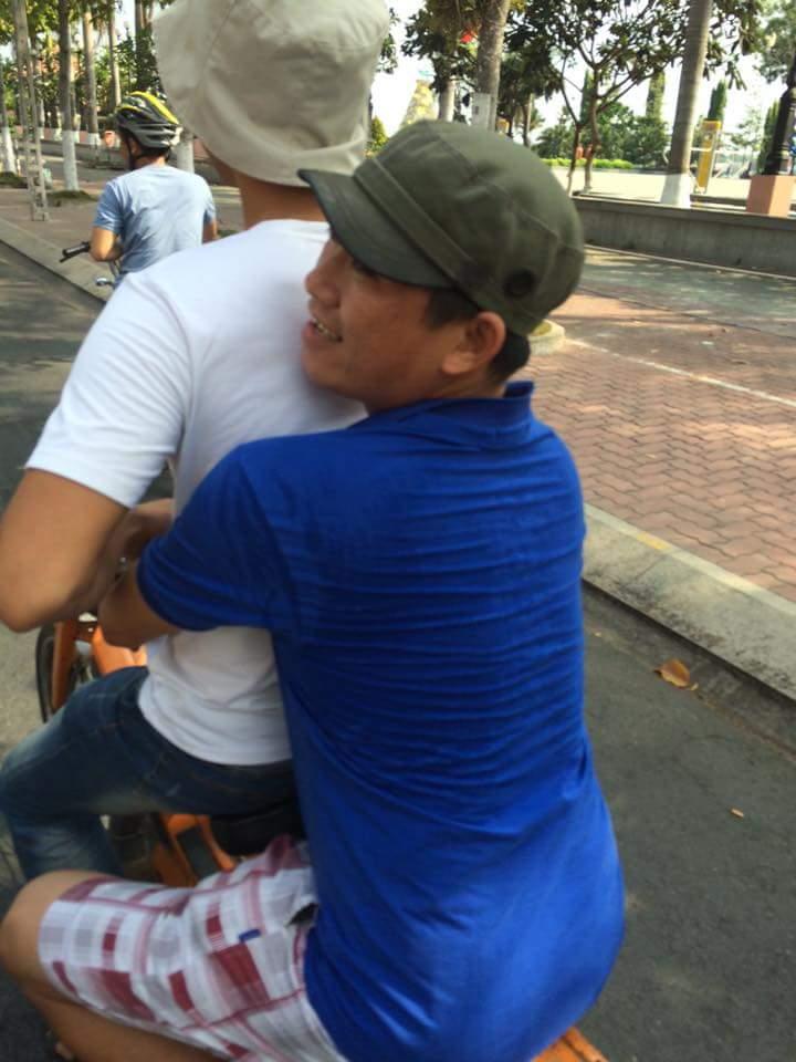 Bat Ngo Xuat hien Hang Loat Chiec xe Co Da Mat Biet Tam - 15