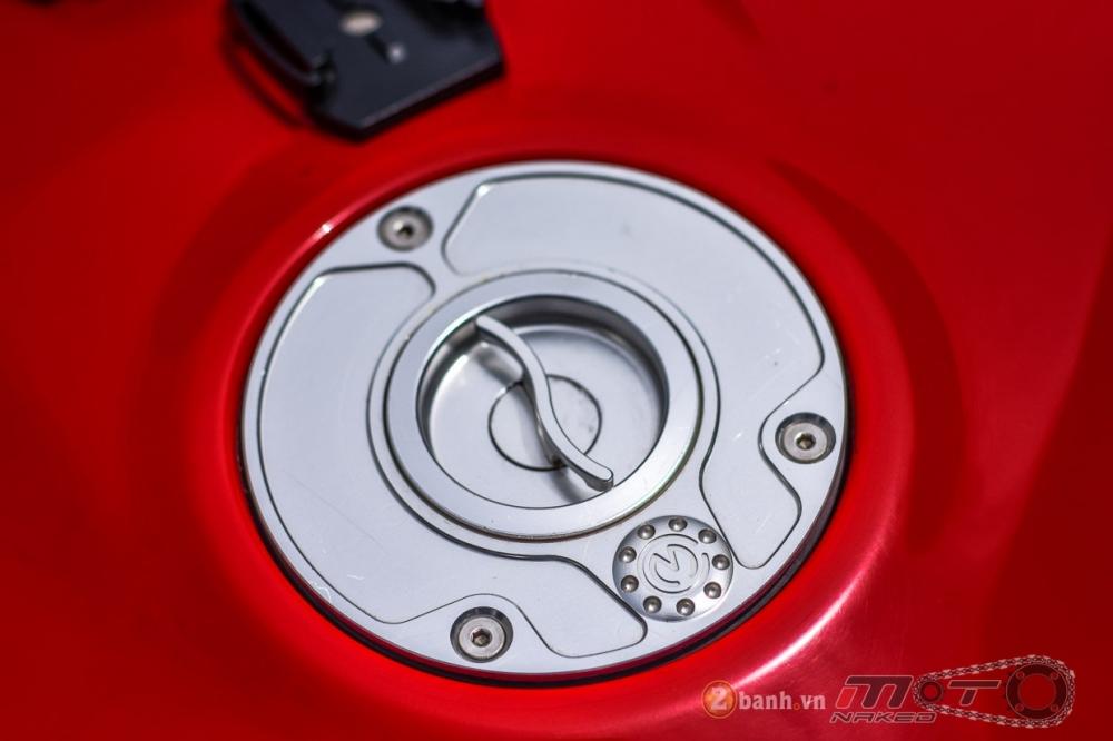 Ducati 1199 Panigale S dam chat choi voi phien ban duong dua - 10