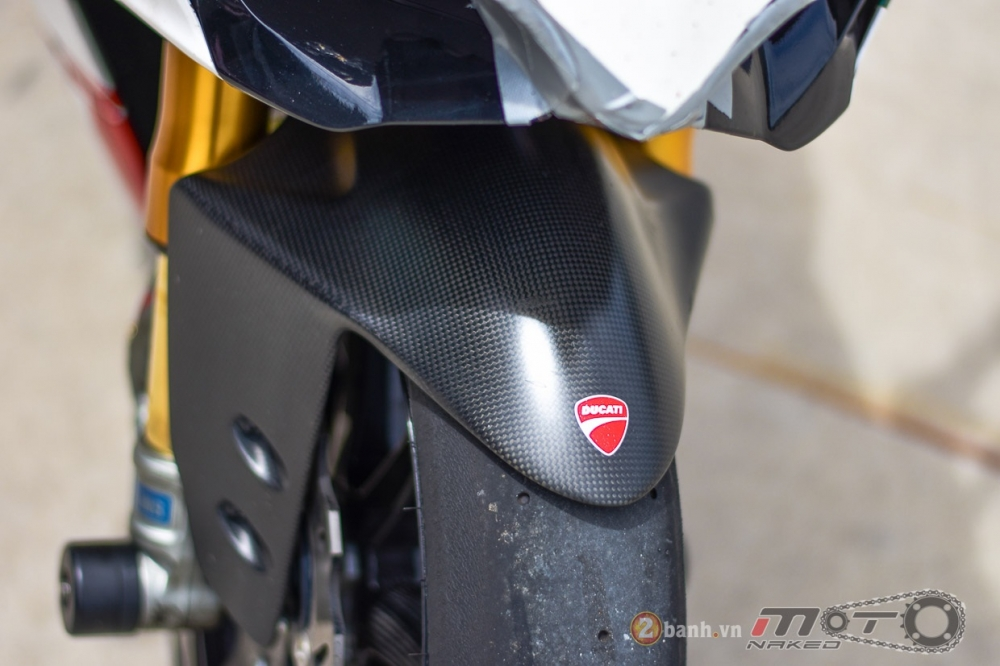 Ducati 1199 Panigale S dam chat choi voi phien ban duong dua - 14
