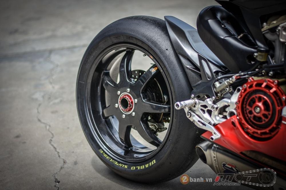 Ducati 1199 Panigale S dam chat choi voi phien ban duong dua - 22