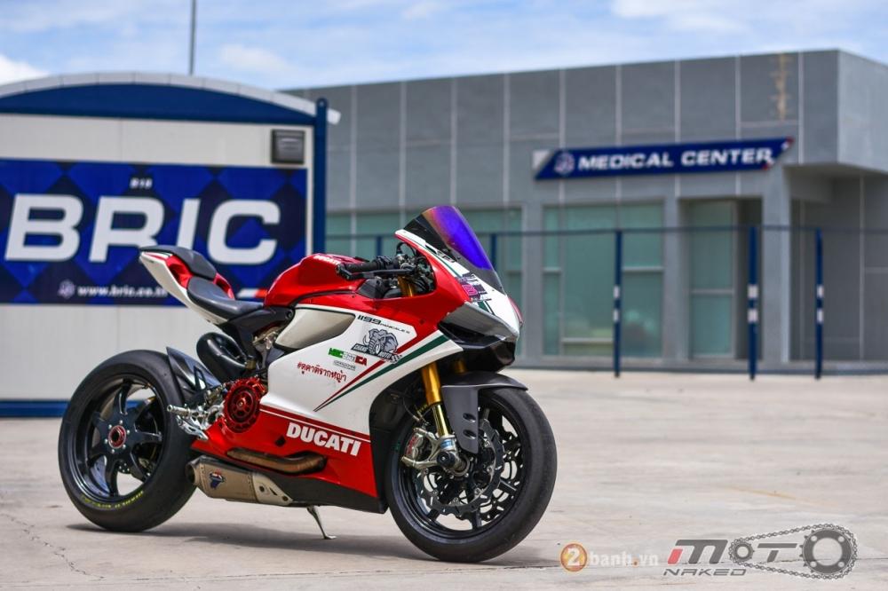 Ducati 1199 Panigale S dam chat choi voi phien ban duong dua - 24