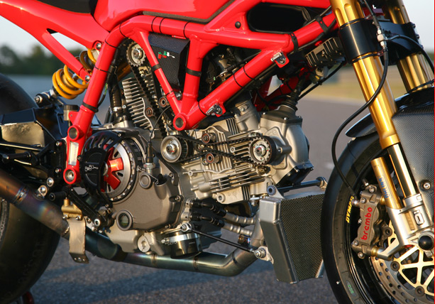 Xe dua Ducati 1170RS voi loat trang bi khung khiep - 7