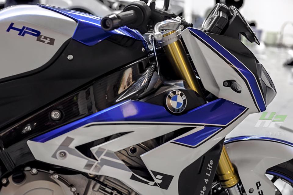 BMW S1000R lot xac theo phong cach HP4 - 4