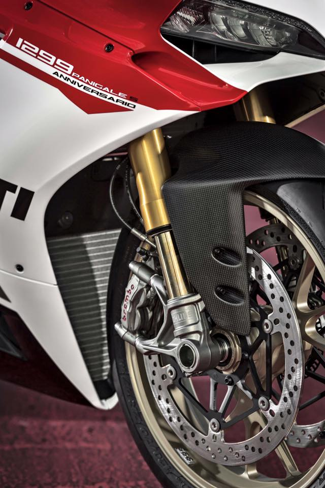 Can canh Ducati 1299 Panigale S Anniversario phien ban dac biet ky niem 90 nam - 12