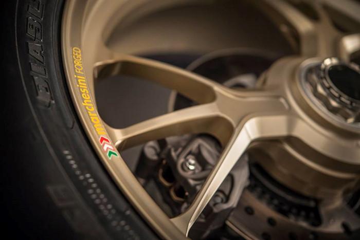 Can canh Ducati 1299 Panigale S Anniversario phien ban dac biet ky niem 90 nam - 17