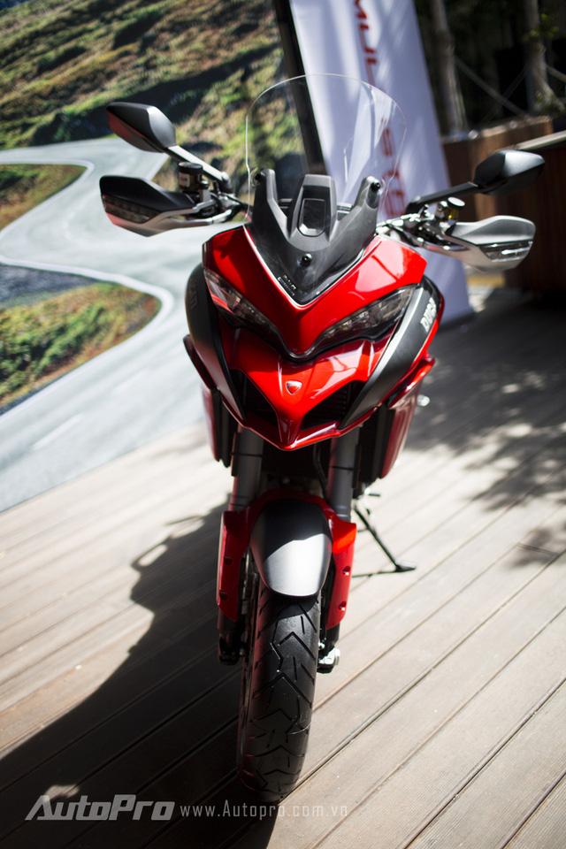 Chan dai Ha Thanh chay Ducati Multistrada 1200 tren pho gay xon xao cong dong mang - 6