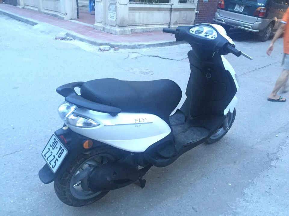 Fly 125cc nhap khau Y mau trang doi chot 2010 xi nhan trang 2 day ga - 4