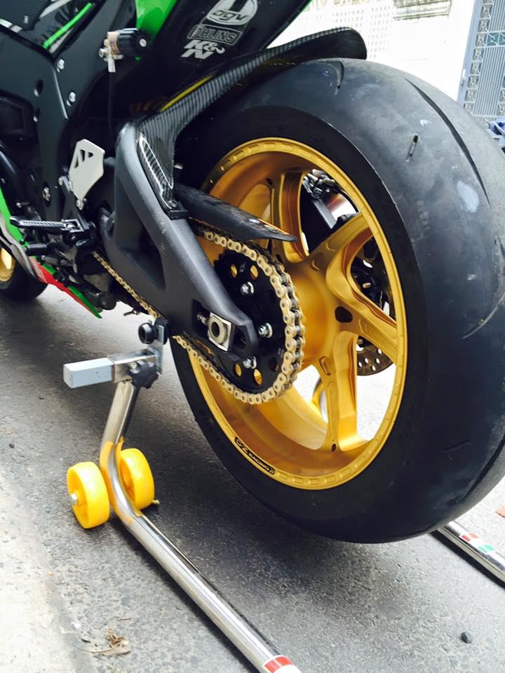 Hang khung ZX10R 2016 dau tien len mam OZ Racing tai Viet Nam - 4