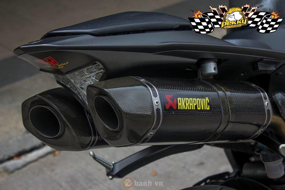 Yamaha R1 phien ban cu sieu ngau trong ban do cuc chat den tu Thai - 10