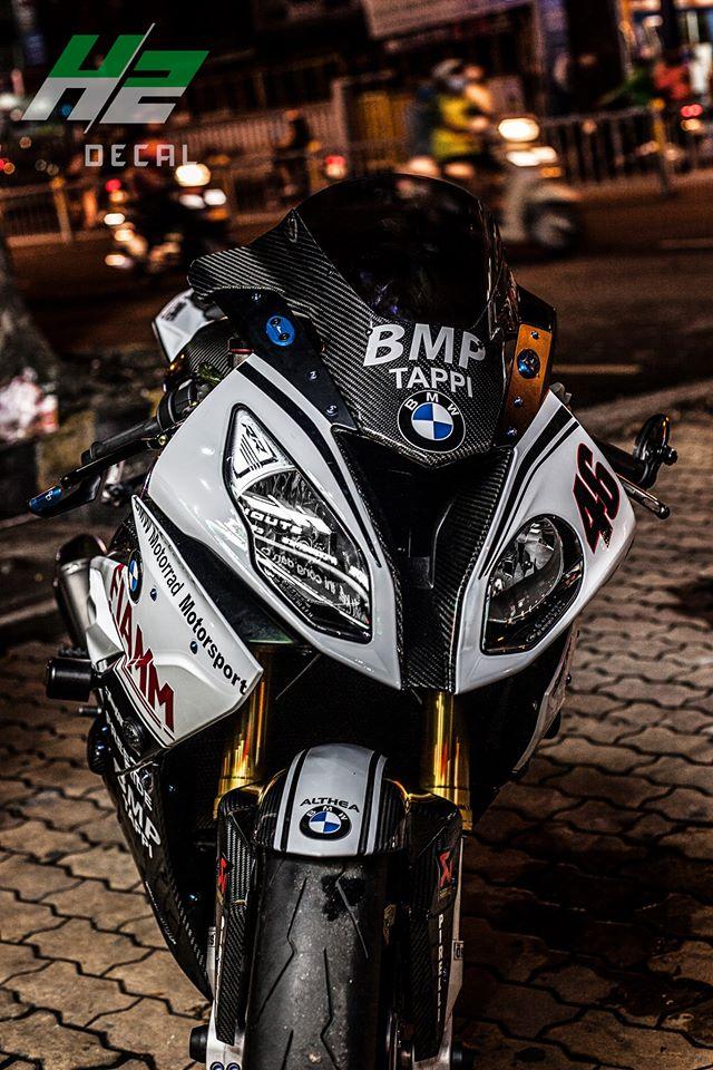 BMW S1000RR dang cap dam chat san dua - 4
