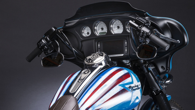 Can canh HarleyDavidson Street Glide Special phien ban Captain America - 6