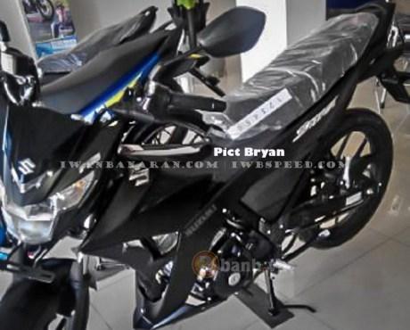 Can canh Suzuki Satria F150 Fi phien ban Den dac biet - 2