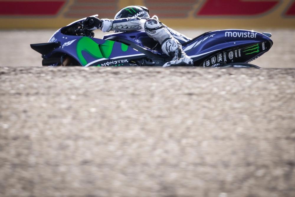 Hinh anh xe dua M1 va tay dua Jorge Lorenzo cua Team Movistar Yamaha - 4