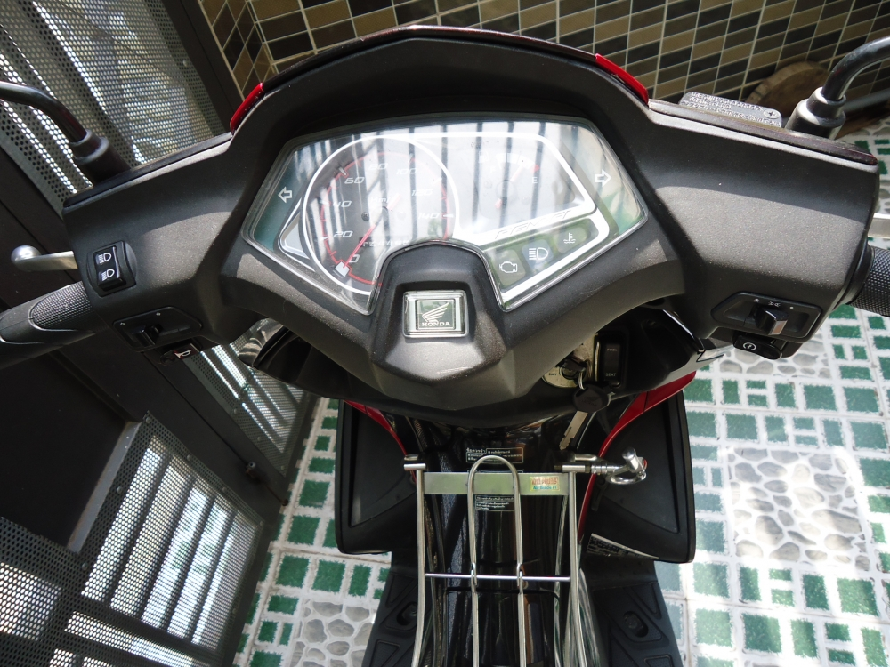 Honda Air Blade Fi 110cc doi 2011 len dan ao Thai Den Mo 100 zin - 8
