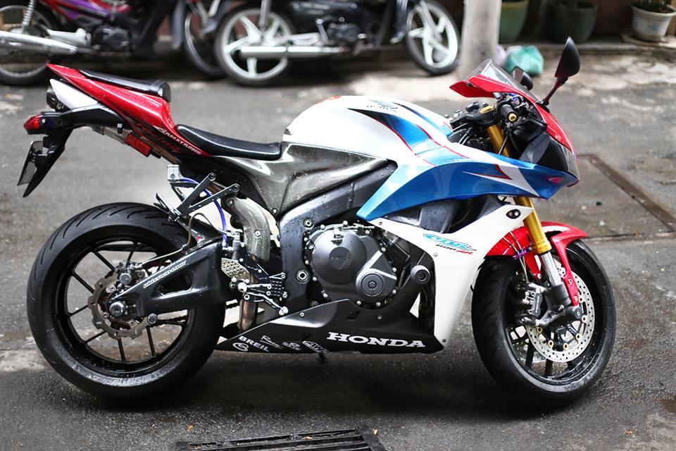 Honda CBR600RR vo cung an tuong trong ban do cuc chat cua biker Viet - 2