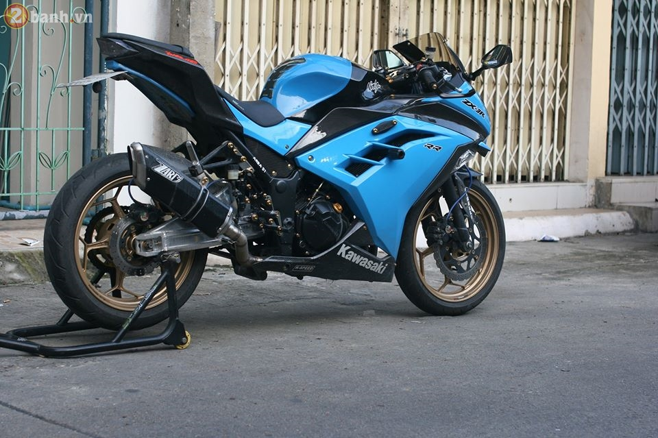 Kawasaki Ninja 300 cuc chat trong sac xanh day noi bat - 14