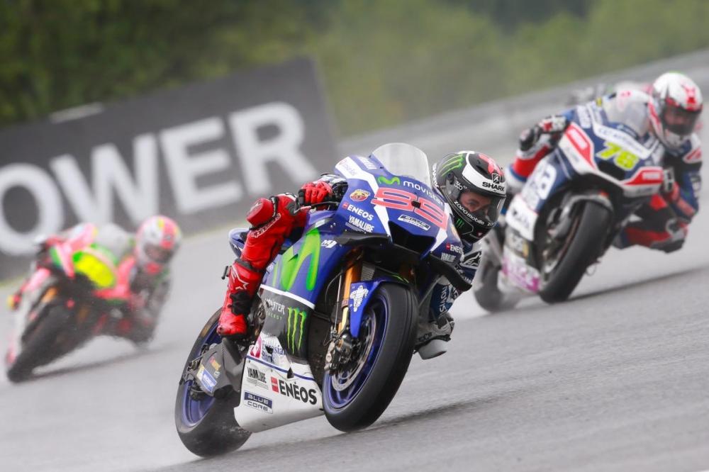 MotoGP Viec lua chon lop xe rat quan trong trong dieu kien duong dua uot
