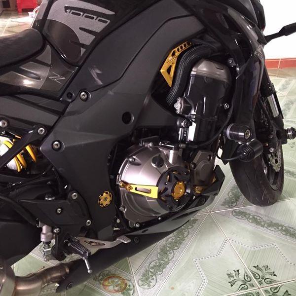 Kawasaki Z1000 cuc than di dong voi dan do choi don gian ma ton kem - 6