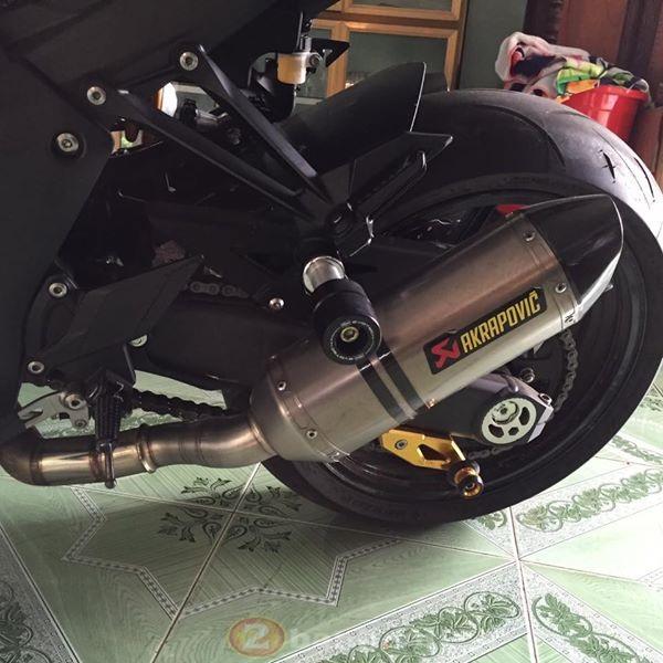 Kawasaki Z1000 cuc than di dong voi dan do choi don gian ma ton kem - 10