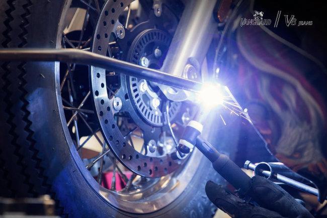 Moto Guzzi V8 do cuc chat cua dan choi phuong Tay - 10