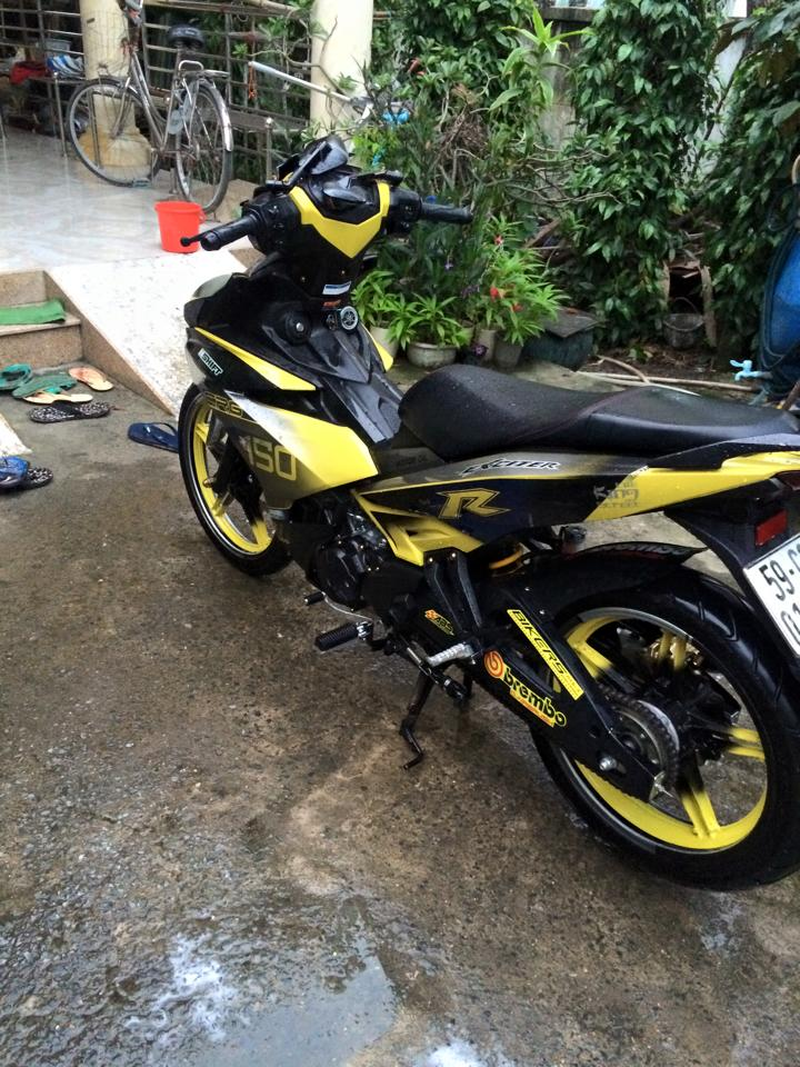 Exciter 150 an tuong cung bo canh vang den - 2