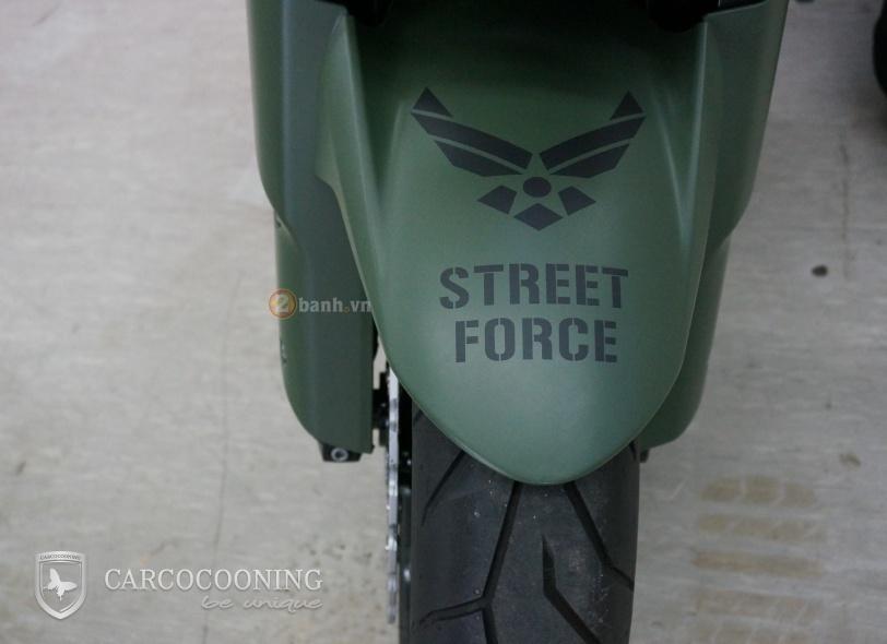 Kawasaki Z1000 an tuong trong bo canh Street Force - 5